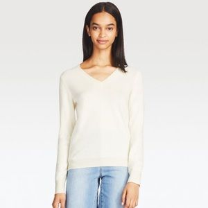 UNIQLO Ivory V Neck Wool Sweater - SMALL